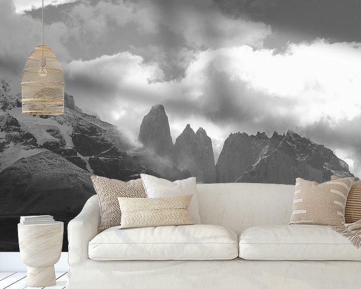 Sfeerimpressie behang: Torres del Paine  van Heike und Hagen Engelmann