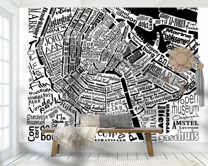 Sfeerimpressie behang: Plattegrond Amsterdam in woorden met A'dam toren van Muurbabbels Typographic Design