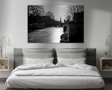 Bevroren Prinsengracht in de ochtendzon Amsterdam van Stewart Leiwakabessy
