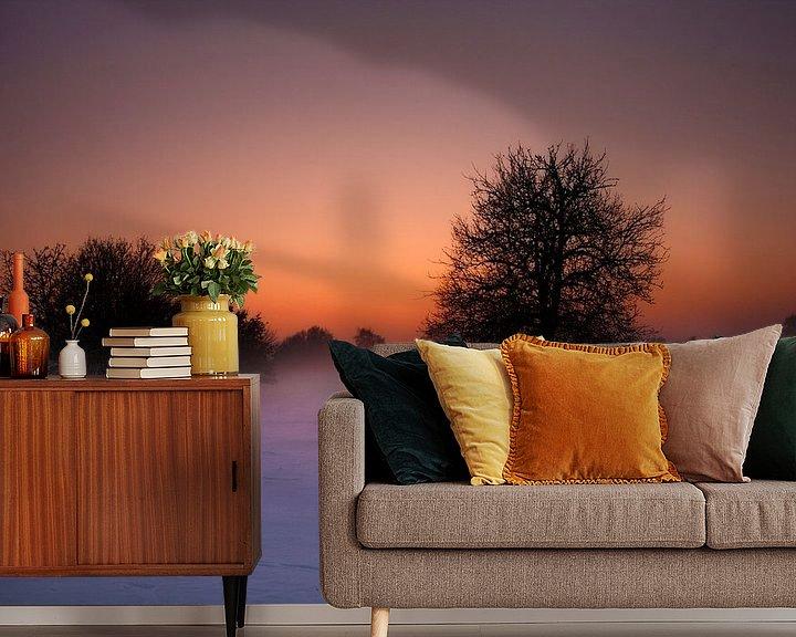Sfeerimpressie behang: Winterse zonsondergang van Eus Driessen