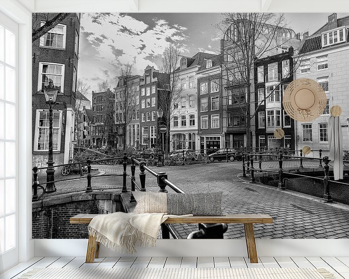 Sfeerimpressie behang: Kruising van de Rechtboom- en de Kromboomsloot in Amsterdam. van Don Fonzarelli