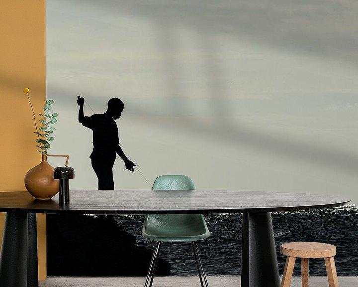 Sfeerimpressie behang: Jongen op rotsen aan het vissen van Christopher Lewis