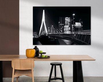Erasmusbrug Rotterdam zwart-wit in december van Dexter Reijsmeijer
