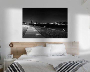 Lichtjes in Rotterdam Haven zwart-wit van Dexter Reijsmeijer
