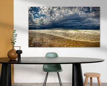 Seestück der Nordsee mit dunklen Gewitterwolken von eric van der eijk