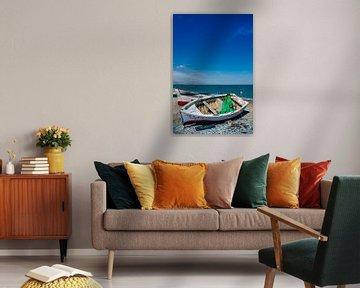 Bootje op het strand van Jacqueline Lodder