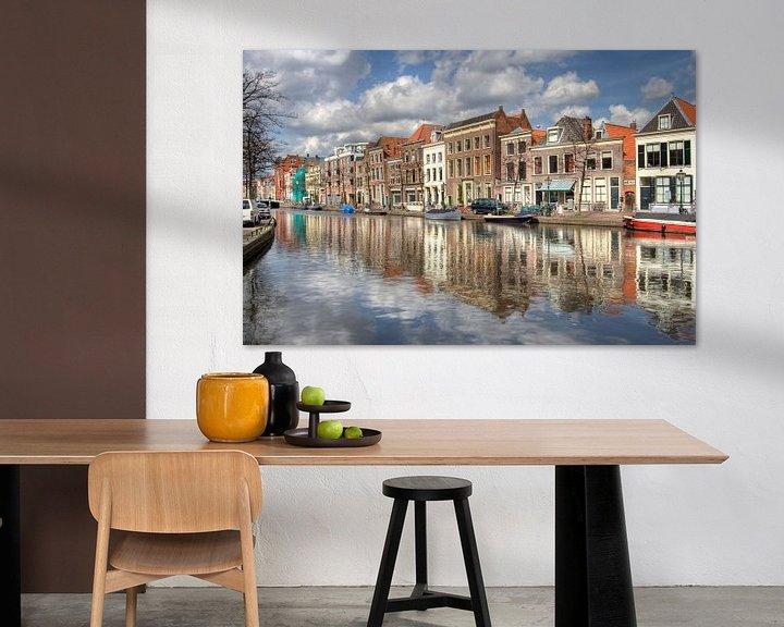 Sfeerimpressie: Gracht in Leiden van Jan Kranendonk