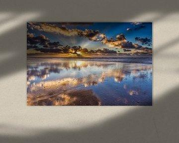 Wolken boven de Noordzee met een zonsondergang van eric van der eijk