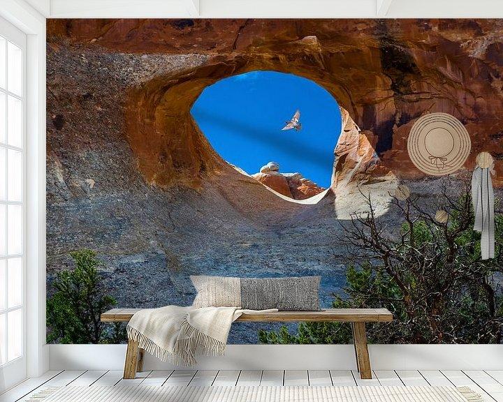 Sfeerimpressie behang: Doorkijkje in Arches National Park, Utah van Rietje Bulthuis