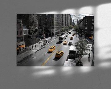 Yellow Big Apple Crossing van Paul van Baardwijk