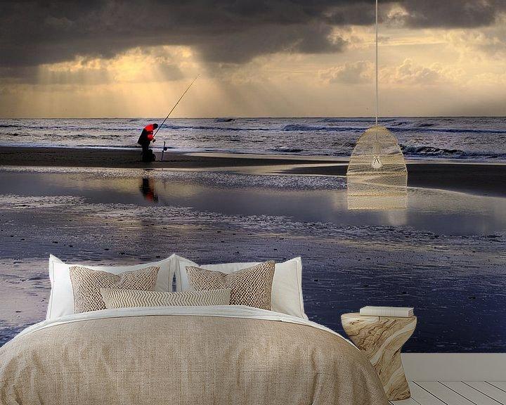 Sfeerimpressie behang: Eenzame zeevisser van Mike Bing