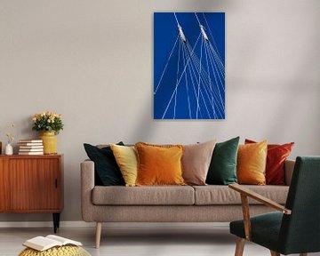 Lijnenspel in wit en blauw van Margot van den Berg