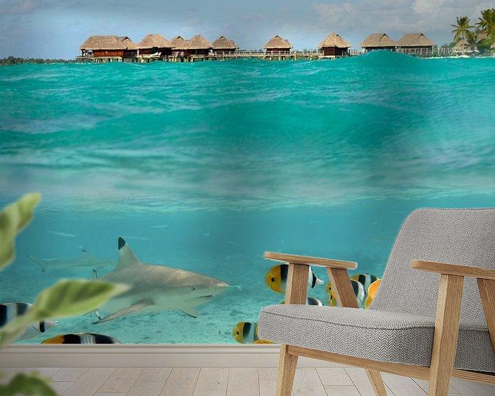 Sfeerimpressie behang: Bora Bora scuba duiken met haaien van iPics Photography