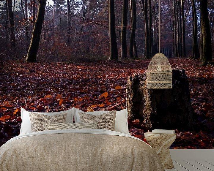 Sfeerimpressie behang: De eenzame boomstronk van Jan Diepeveen