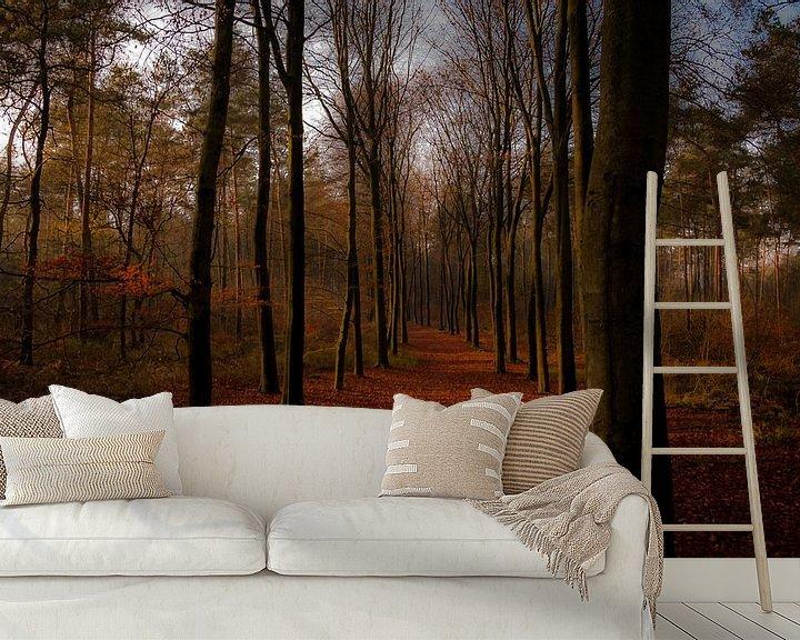 Sfeerimpressie behang: Gouden bospad van Jan Diepeveen