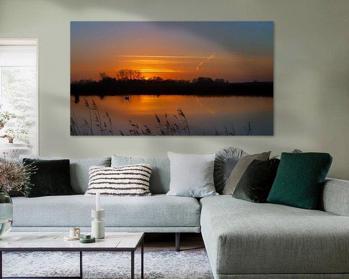 Sfeerimpressie: Zonsondergang met zwaan Onlanden Drenthe Nederland van R Smallenbroek