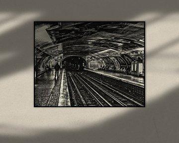 Metro Parijs Zwart Wit von Koen Lambooij