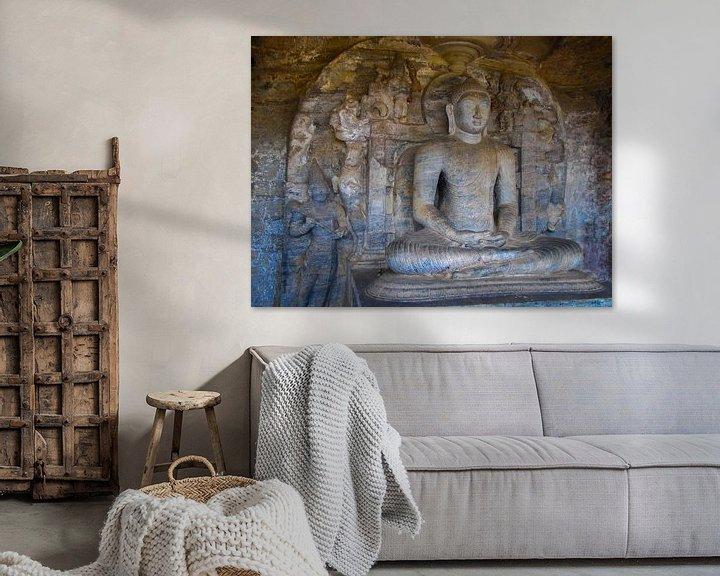 Sfeerimpressie: Zittende Boeddha, de Gal vihara, Sri Lanka van Rietje Bulthuis