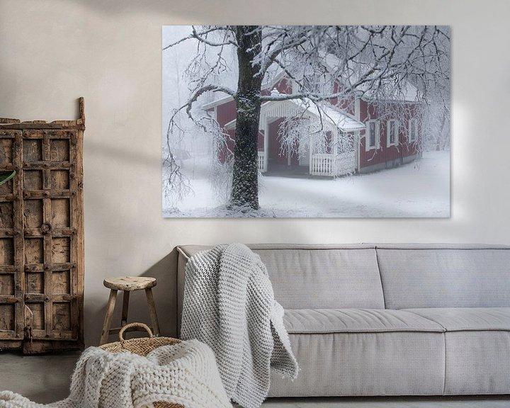 Sfeerimpressie: Zweeds huisje in de sneeuw van Arthur van Iterson