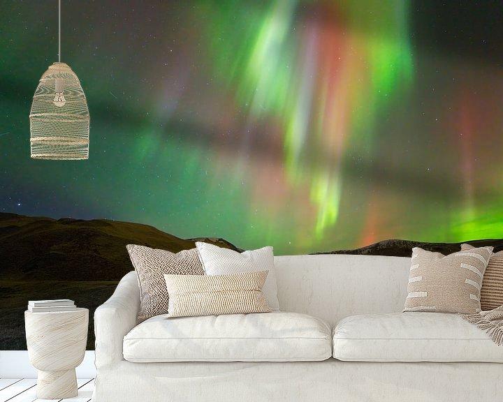 Sfeerimpressie behang: Noorderlicht (Aurora Borealis) in IJsland van Anton de Zeeuw