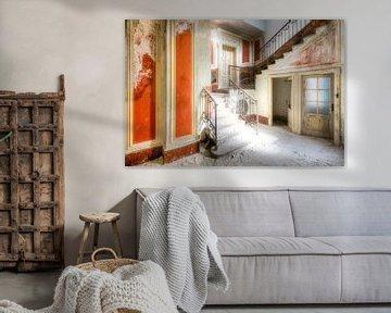 Treppenhaus in verlassener Villa sur Roman Robroek