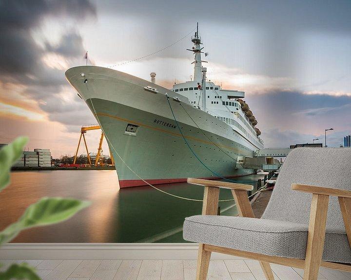 Sfeerimpressie behang: SS Rotterdam bij zonsondergang van Ilya Korzelius