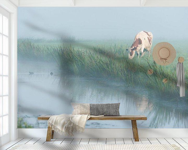 Sfeerimpressie behang: Koe in de mist van John Verbruggen