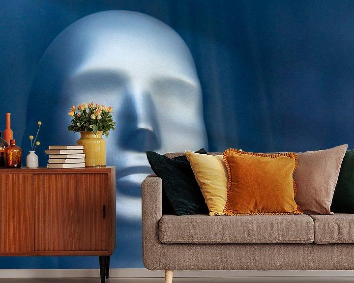 Sfeerimpressie behang: Berlijnse etalagepop van Ton de Koning