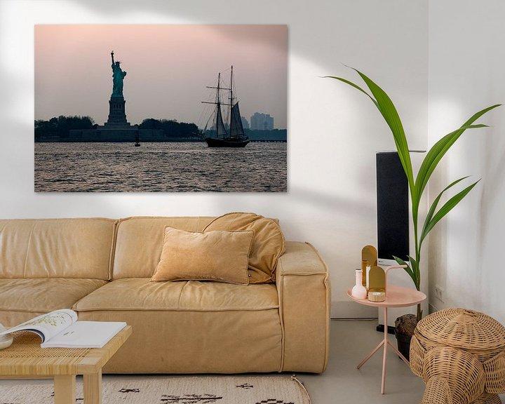 Impression: Statue de la Liberté et voilier.  sur Ton de Koning