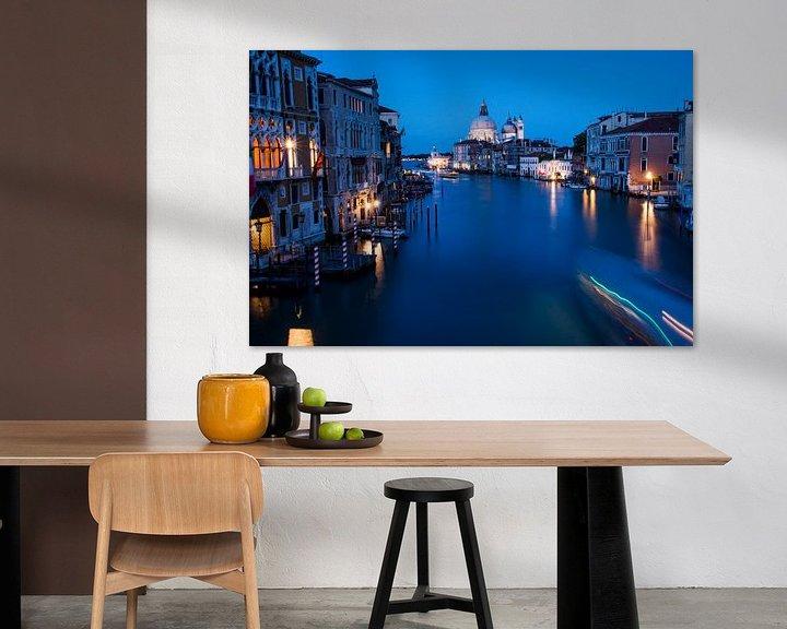 Sfeerimpressie: Venetië - nachtfoto - Grand Canal van Ton de Koning