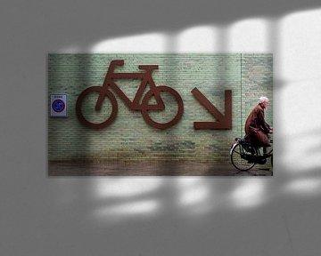 Op weg naar de fietsenkelder.
