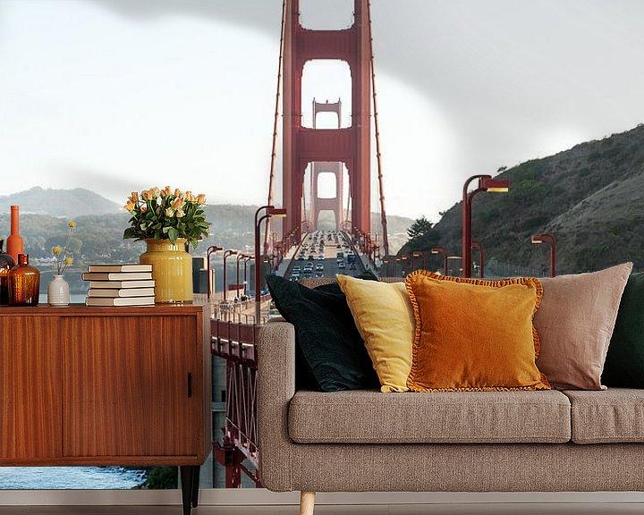 Sfeerimpressie behang: Golden Gate commute van Wim Slootweg