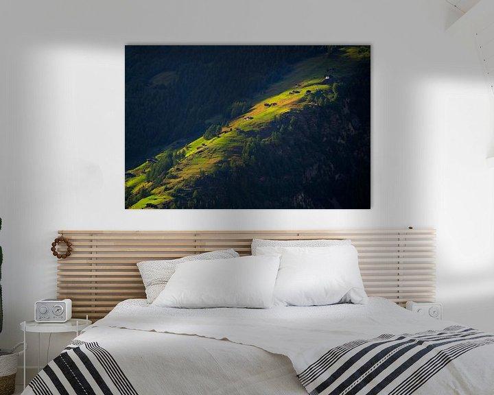 Sfeerimpressie: Laatste zonnestralen op bergweide van Menno Boermans