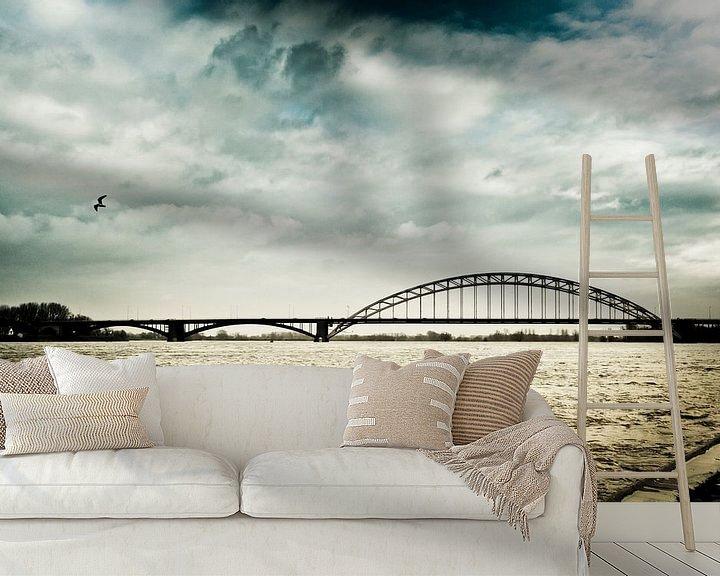 Sfeerimpressie behang: Donkere wolken boven Nijmegen van Bas Stijntjes