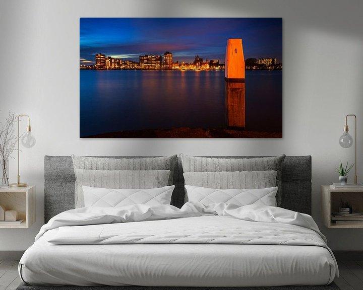 Sfeerimpressie: Skyline Zwijndrecht vanaf Dordrecht tijdens Schemering, Nederland van Frank Peters