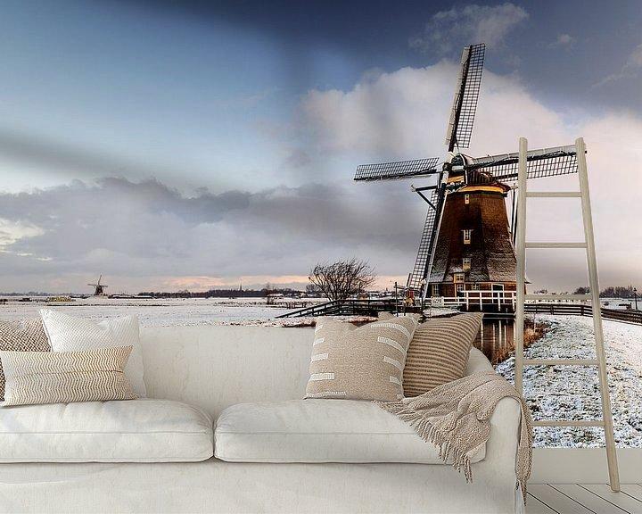 Sfeerimpressie behang: Molen Aarlanderveen in een besneeuwd landschap van Remco Bosshard