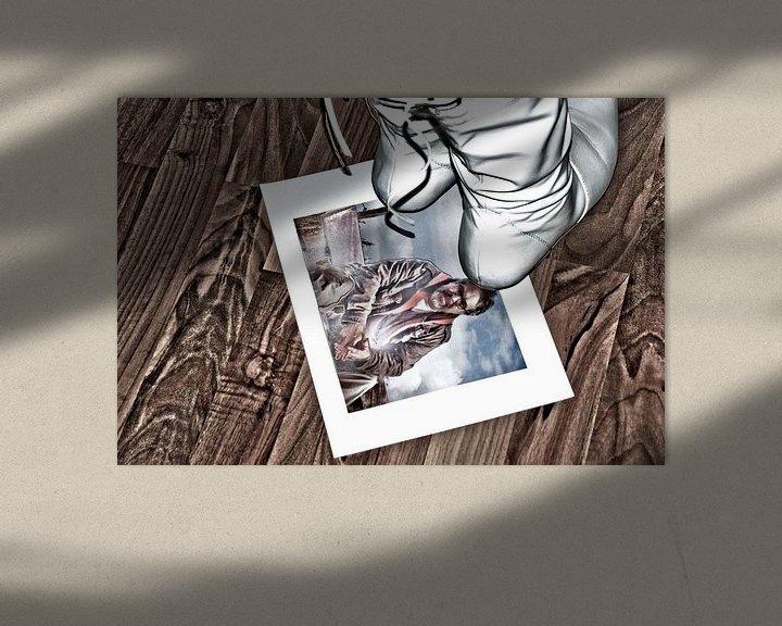 Sfeerimpressie: Ze treedt op  zijn liefde met voeten ... van Norbert Sülzner