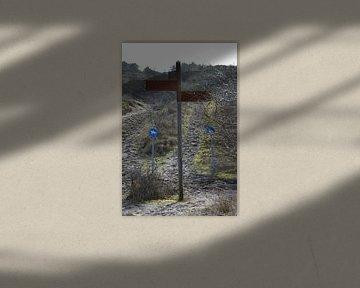 Wegwijzer naar de Waalsdorpervlakte, oorlogsmonument voor de dodenherdenking van Ronald H