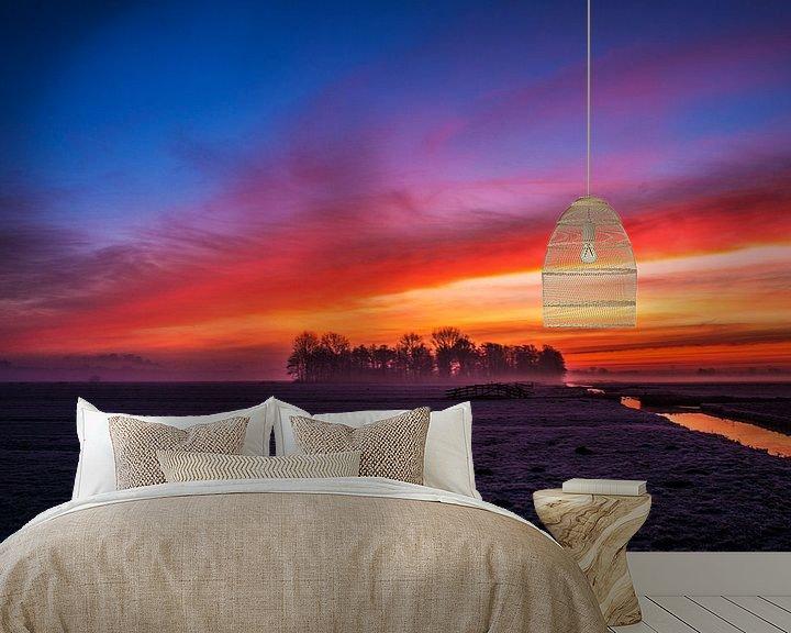 Sfeerimpressie behang: Vuurrode zonsopgang in de polder van Ton de Koning