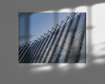 Glas weerspiegeld van Henk Goossens