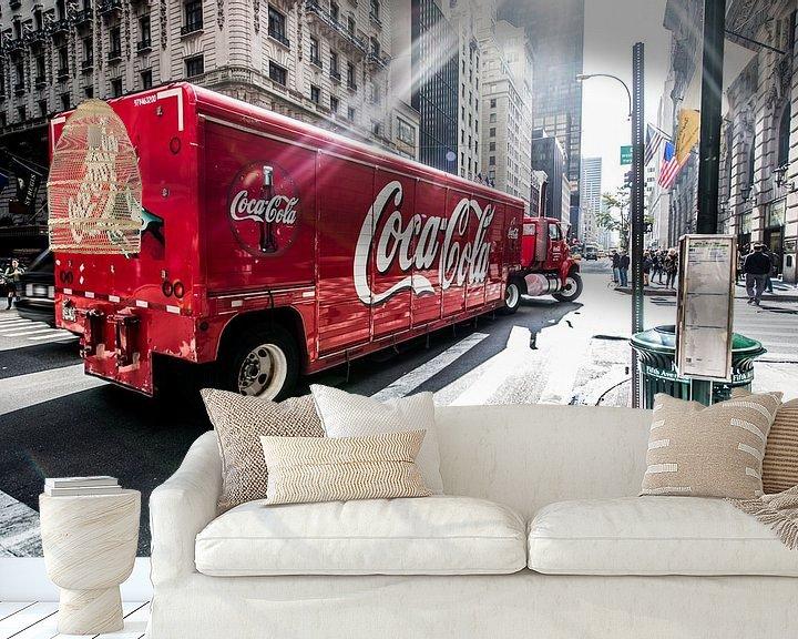 Sfeerimpressie behang: New York Coca Cola truck van John Sassen