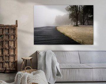 Mist boven het meer van Gert Brink
