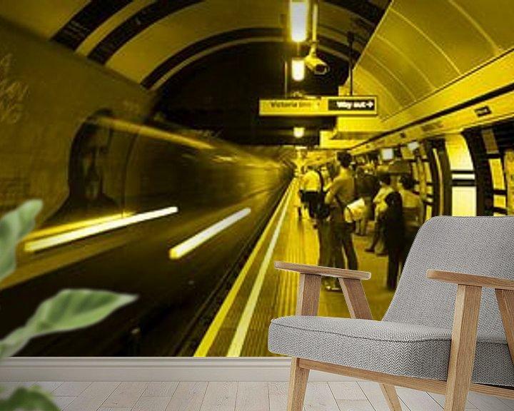 Sfeerimpressie behang: 3x Londen underground horizontaal van Ton de Koning