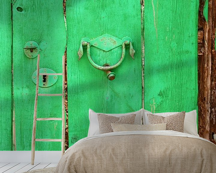 Sfeerimpressie behang: [mallorquin] ... the green door van Meleah Fotografie