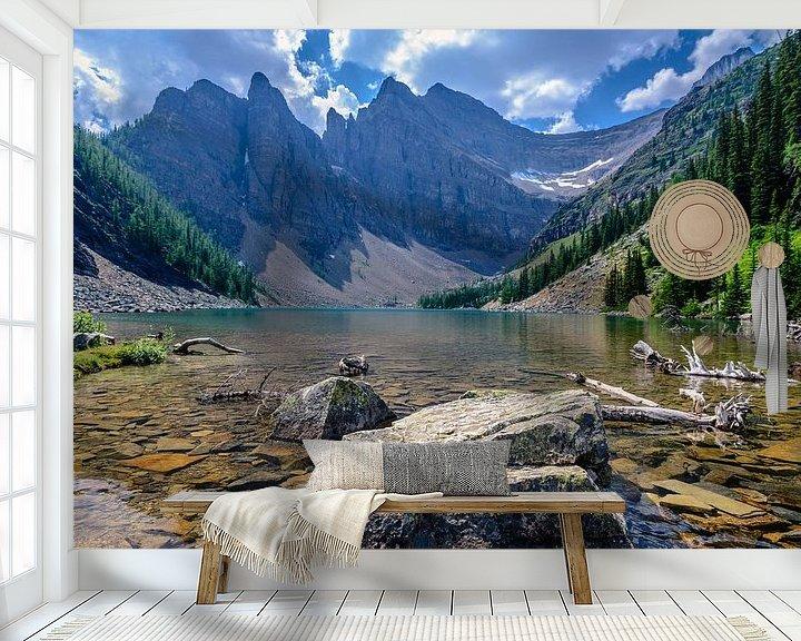 Sfeerimpressie behang: Lake Agnes van Peter Vruggink