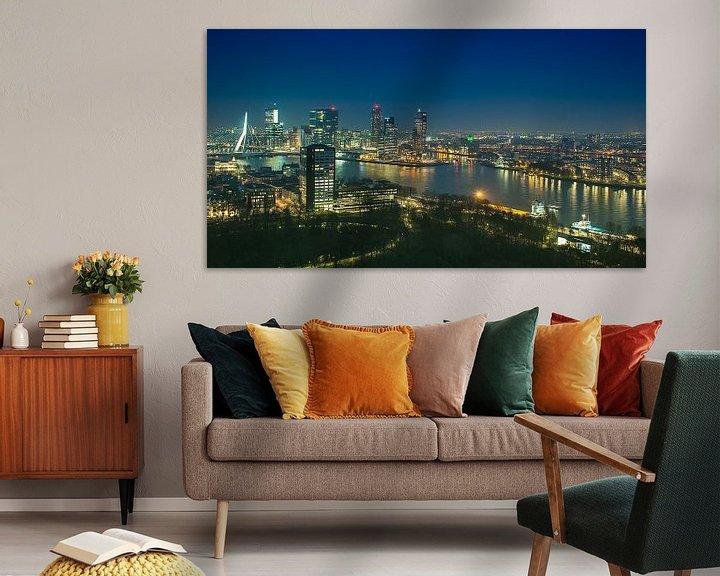 Sfeerimpressie: Panorama skyline Rotterdam bij Nacht van Anouschka Hendriks