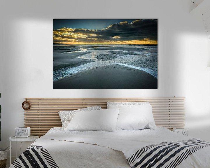 Sfeerimpressie: Noordzeestrand bij een zonsondergang van eric van der eijk