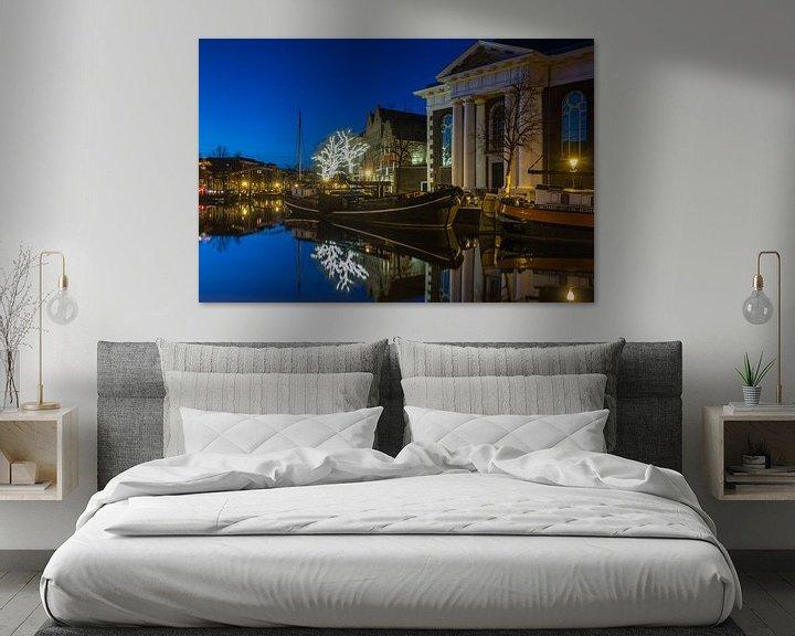 Sfeerimpressie: Lange Haven Schiedam in het blauwe uur. van Ilya Korzelius