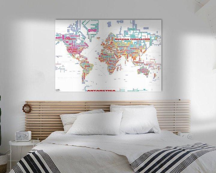 Sfeerimpressie: Wereldkaart Typografie, Wit en Kleur van MAPOM Geoatlas