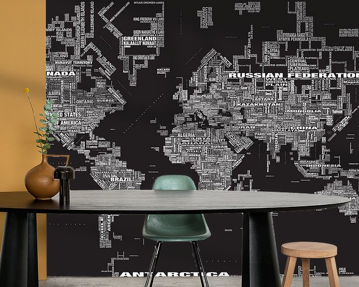 Sfeerimpressie behang: Wereldkaart Typografie, Zwart van MAPOM Geoatlas